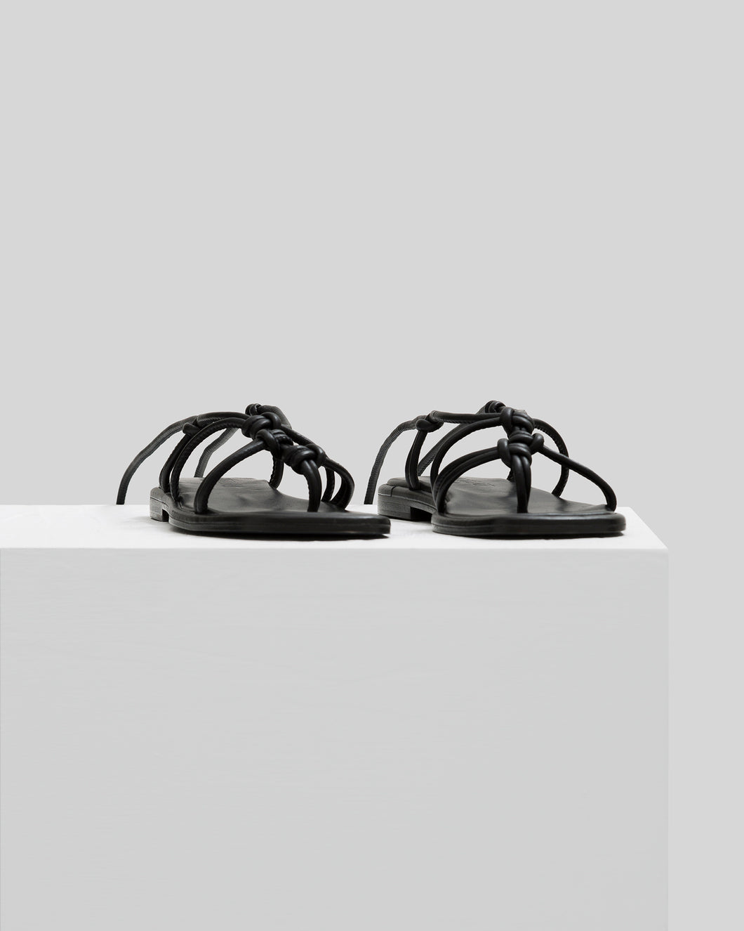 FERMADA - knotted leather sandals