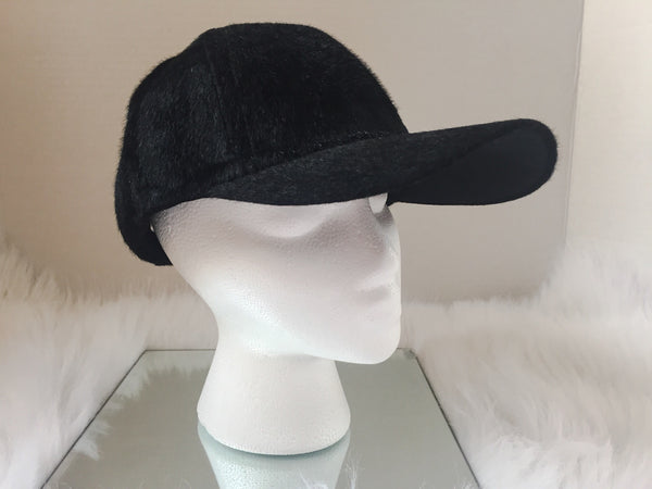 BLACK FUZZY BALL HAT
