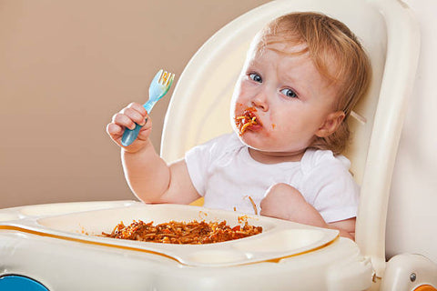 Memeeno Blog: Baby eating with fork