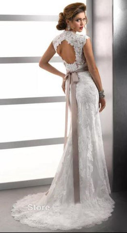 Ivory Laced Keyhole Back Trendy Wedding Gown, Size 16 – S&S Formal Wear