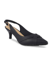 Narqis Navy Pumps