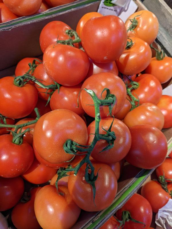 Tomatoes on the vine, per 300g