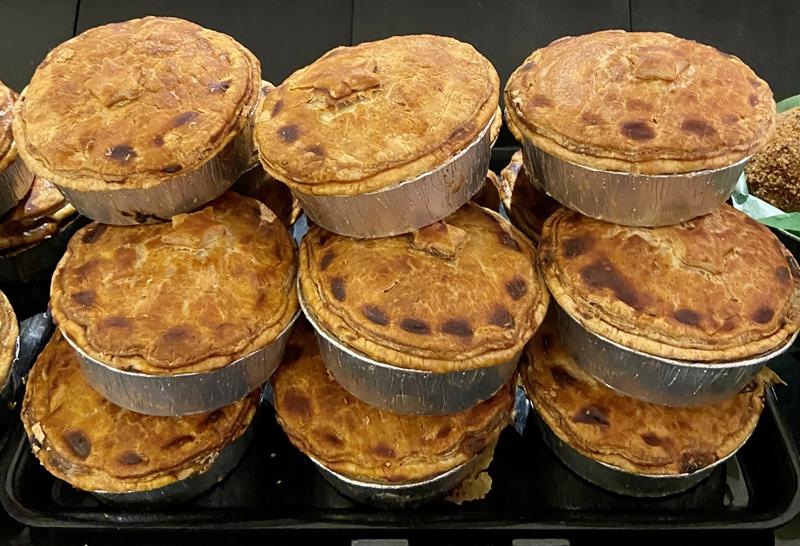 Load image into Gallery viewer, Keelham Chicken & Mushroom Pie