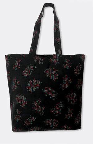 reversible tote in black star