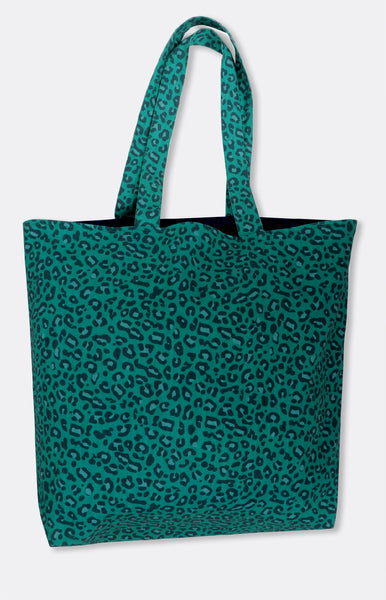 reversible tote in emerald wild