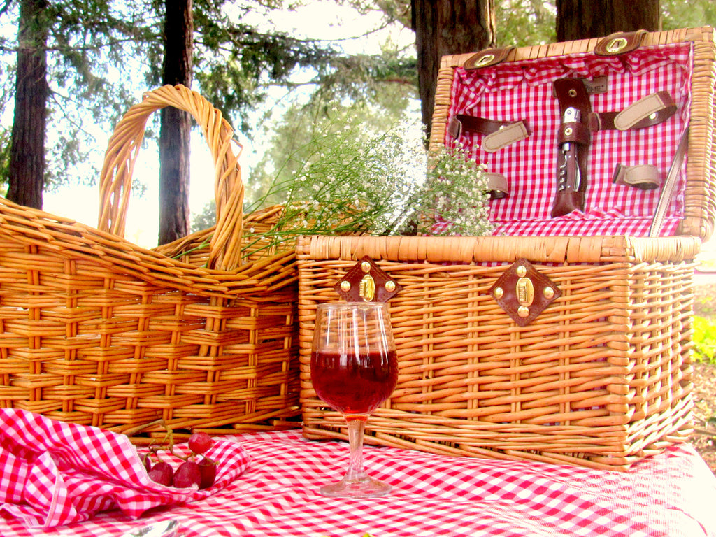 picnic table, picnic basket, fashion and lifestyle blogger