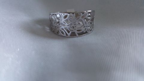 Cut out flower motif in this silver fashion ring -  New Fashion Finds By Carole