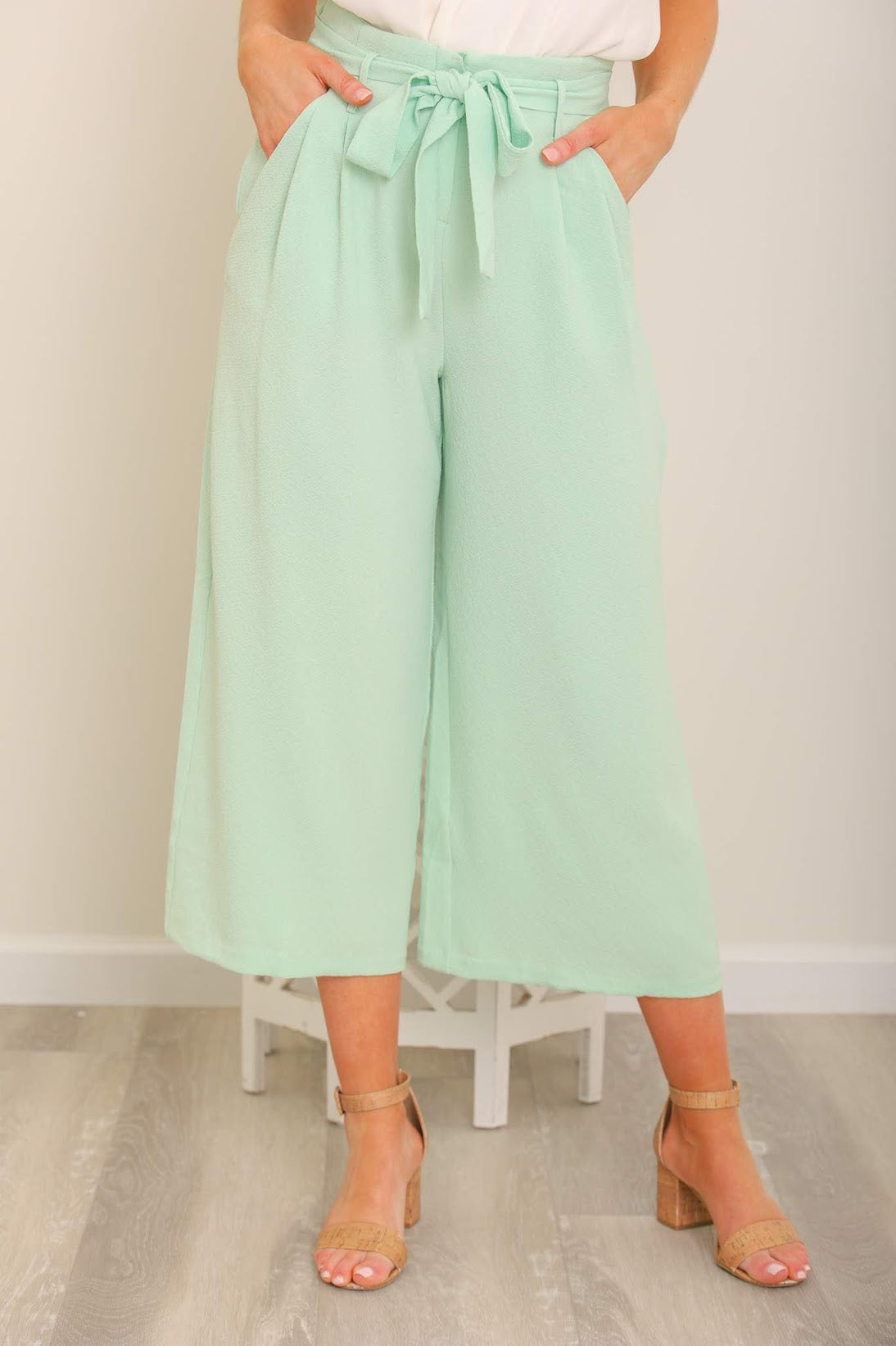Work of Art Wide Leg Cropped Trousers - Mint