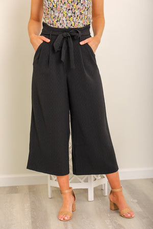 Work of Art Wide Leg Cropped Trousers - Black