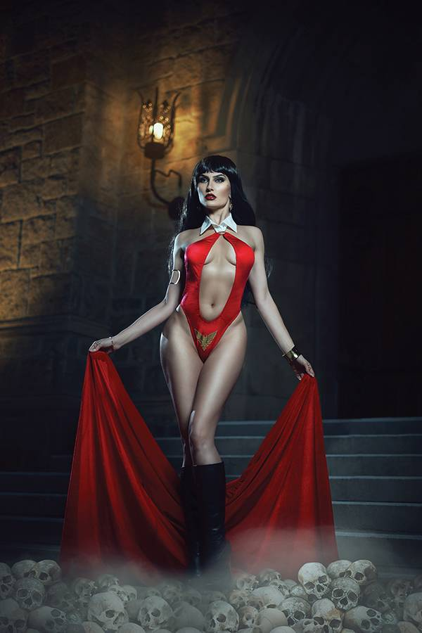 21/08/2019 VAMPIRELLA #2 1:30 COSPLAY VIRGIN VARIANT