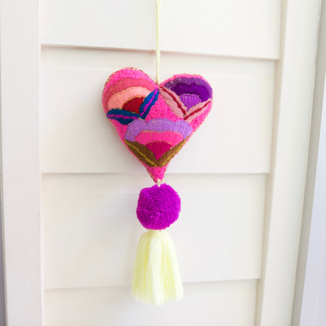 Corazon Pom Pom 50  Decor Pink - Cielo Collective handmade Mexico Guatemala