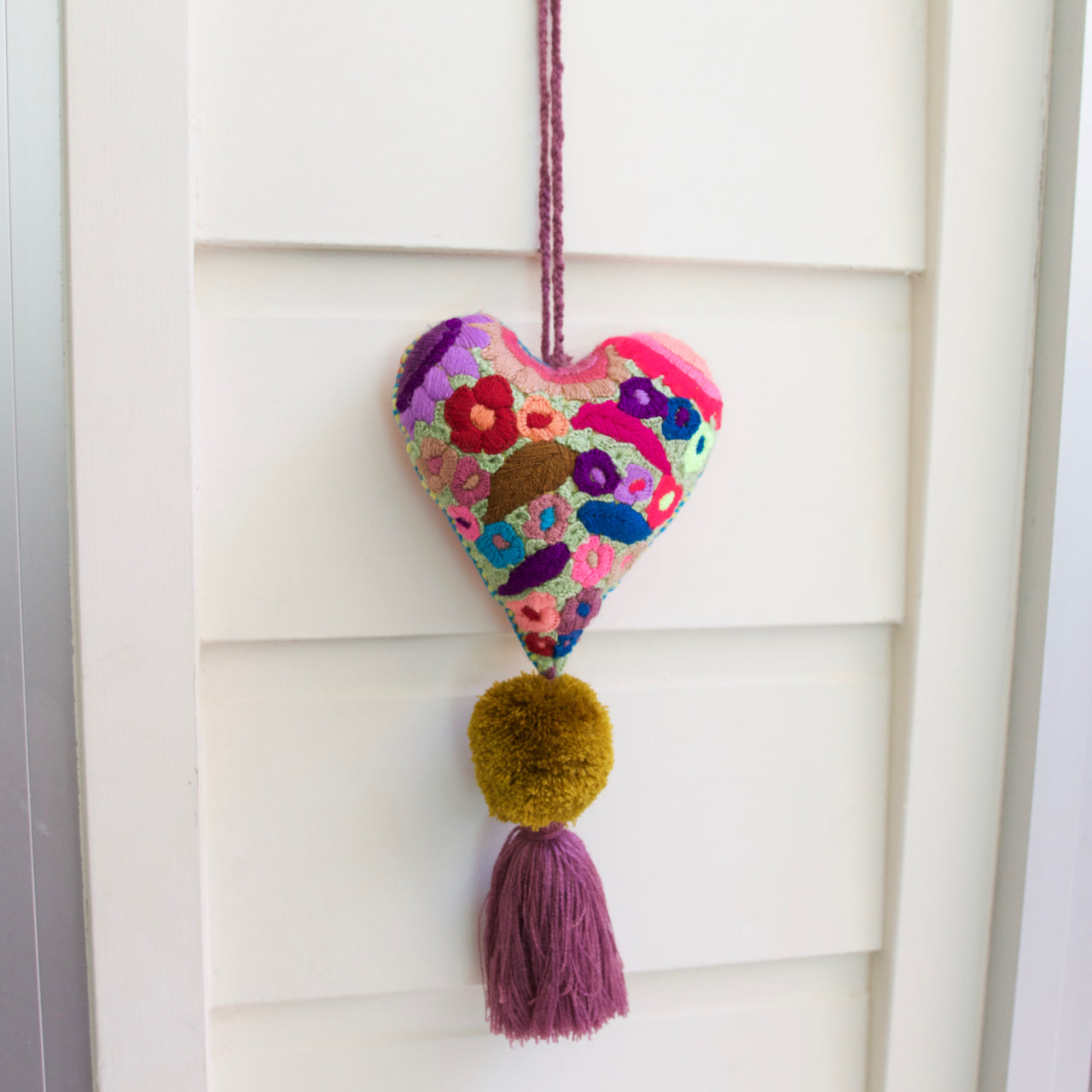 Corazon Pom Pom 53  Decor Purple - Cielo Collective handmade Mexico Guatemala