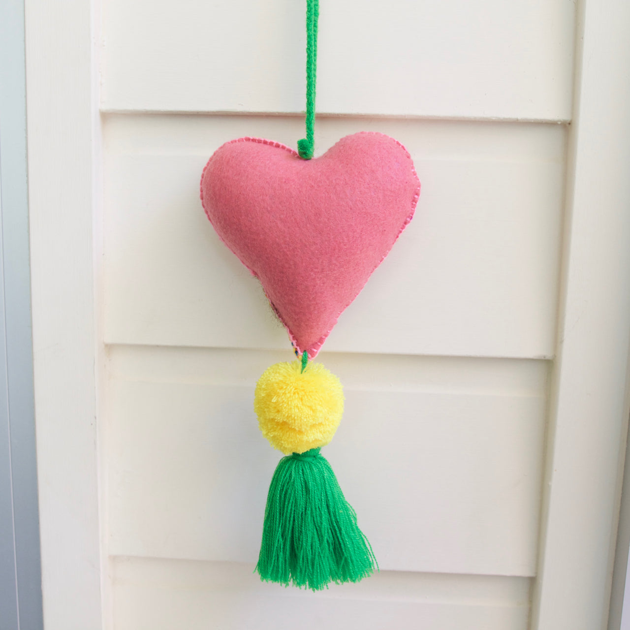 Corazon Pom Pom 56  Decor Green - Cielo Collective handmade Mexico Guatemala