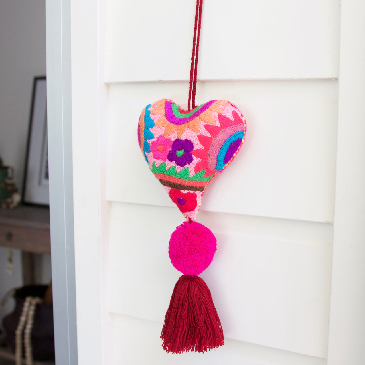 Corazon Pom Pom 48  Decor Pink - Cielo Collective handmade Mexico Guatemala