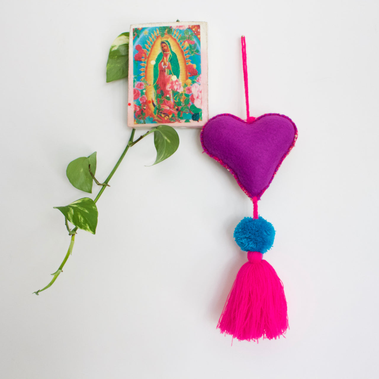 Corazon Pom Pom 29  Decor Pink - Cielo Collective handmade Mexico Guatemala
