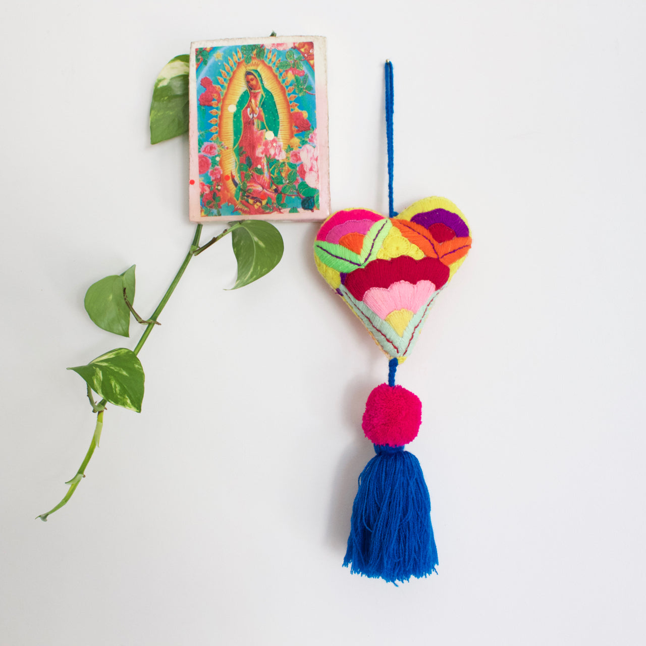 Corazon Pom Pom 44  Decor Blue - Cielo Collective handmade Mexico Guatemala
