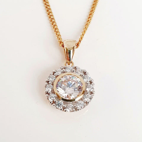 9ct yellow gold CZ pendant.
