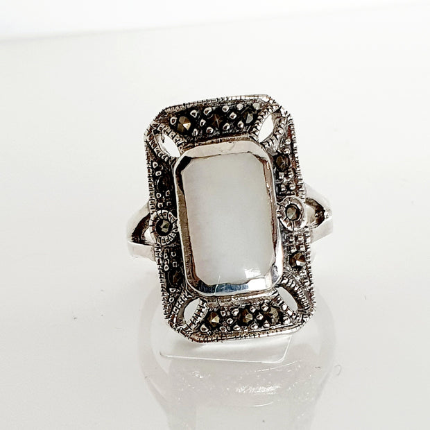 Sterling silver Mother of Pearl ring.