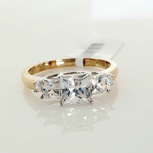 9ct yellow gold CZ ring.
