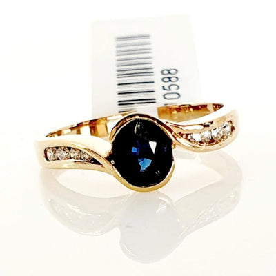 9ct yellow gold Sapphire & Diamond ring.