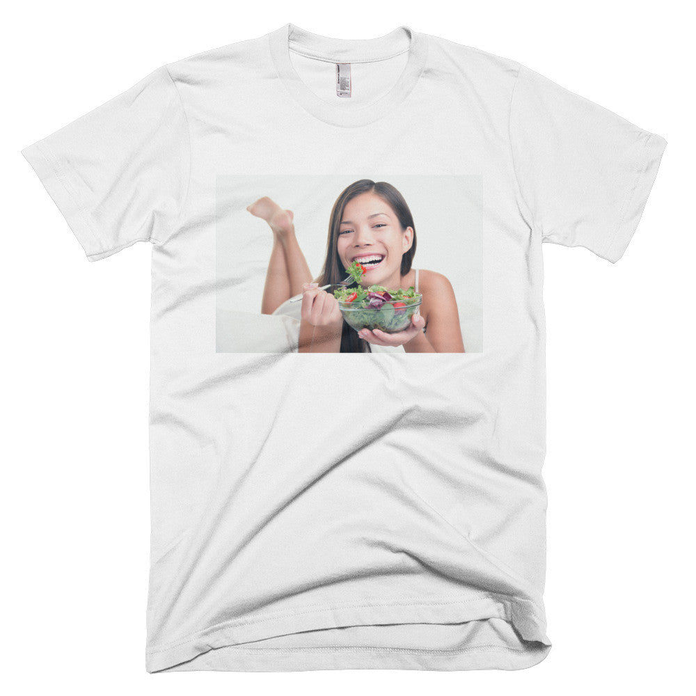 Smiling woman eating a healthy vegetable salad (T-shirt)