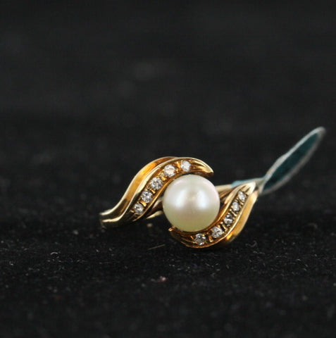 Pearl Swirl Ring With Diamonds