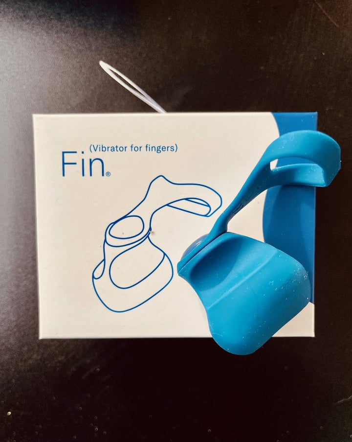 Fin is easy - to use. Quick to pick up and quick to drop, Fin moves in and out of the action with the stealth of a stagehand, so you can star in the show. Tether on. Tether off. Pointy side. Squishy side. At your fingertips or near the palm. Above or below the hand. You can change how you wear Fin to get the sensations and mobility you want. Fin works the way you want.