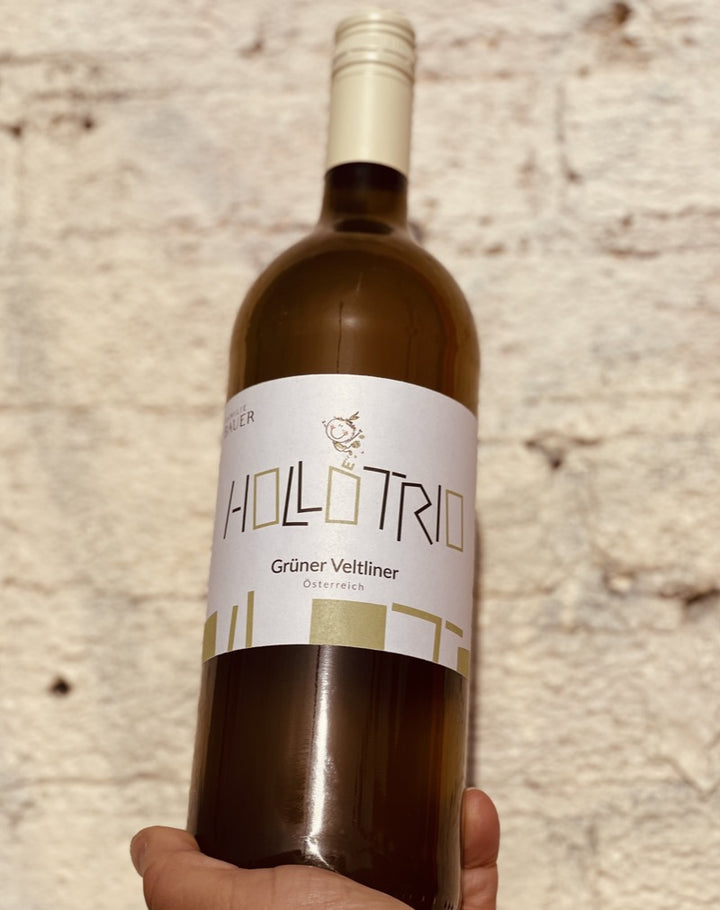 100% Grüner Veltliner. Österreich, Austria.  Woman winemaker - Eva Maria. All natural. Orange wine. 1 liter (bottle + a half). 30 days on skins. Grüner for Geeks. Muddled lime and cucumber.  Chili peppers. Cheap date!