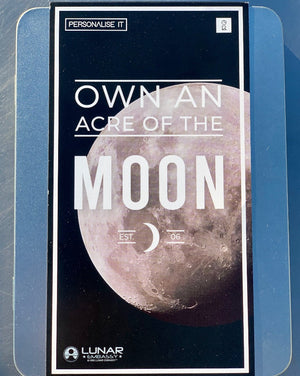 This stellar gift gives you the opportunity to own an acre of land on the Moon! This tin comes packed with facts about the moon and the Lunar Embassy, as well as fun Apollo 11 mission infographics, the perfect gift for any space enthusiast. Additionally, after a simple online registration, you will receive a personalized lunar ownership deed certified by the Lunar Embassy.
