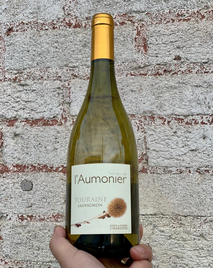 100% Sauvignon Blanc. Touraine, France.  Lady winemaker - Sophie Chardon. All natural. Lovely for both Sauv Blancs lovers and those who aren't. Bang for your buck! Smooth operator. Creamy apricots + salty olives. Cut grass minerals. Briney lemon. Crisp yet dense.