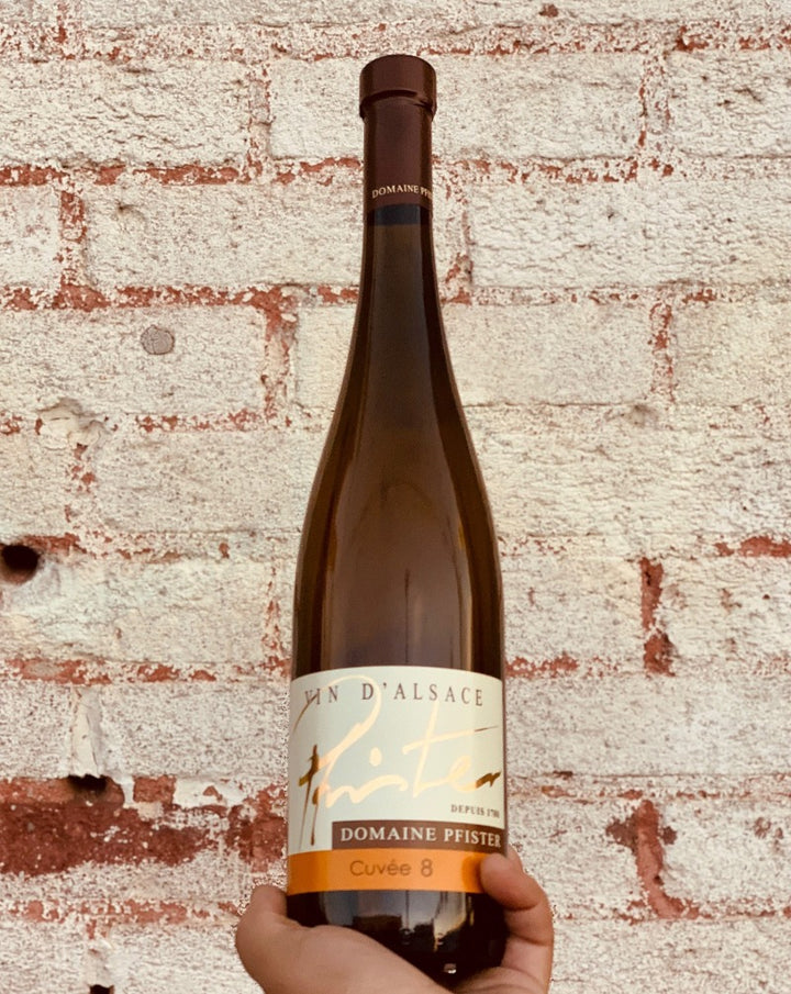 Riesling/Pinot Gris. Alsace, France.  Woman winemaker - Mélanie Pfister. All natural. Loads of stunning aromatics like a flower field on a tropical island but dry + crisp. Wild orange blossom. Passionfruit seeds. Spicy lychee. Apricot dust.