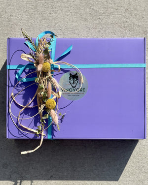 BOX NOT INCLUDED IN PICTURE!  Hand-made dried mini floral tie-ons to add to your gift box. Also, as opposed to regular wrapping, being dried it can also continue to be enjoyed long after gifting!  Each one will vary as they are all hand-made.