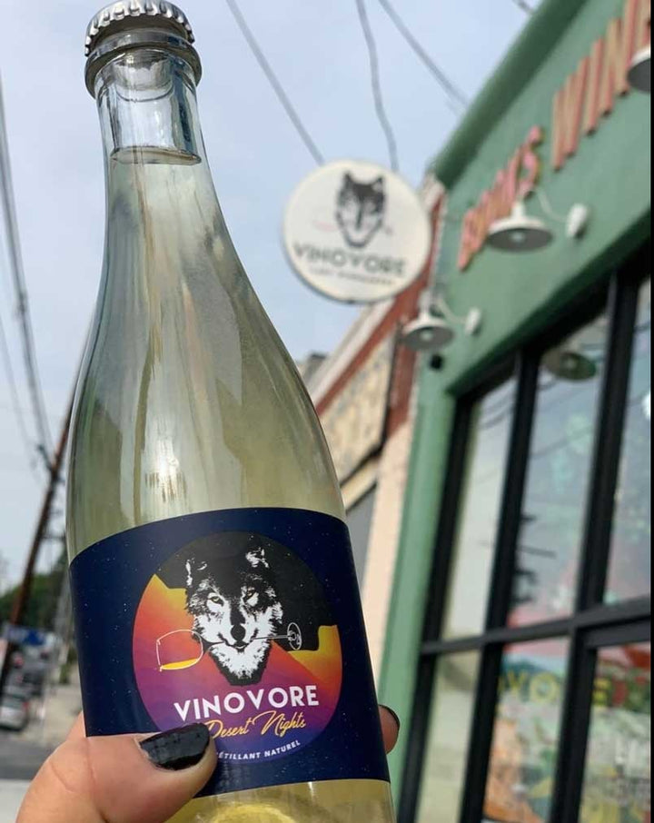 100% Famoso Emilia-Romagna, Italy.  Woman in wine - Coly Den Haan. All natural. Pet-Nat (bubbles). Dry orange dreamsicle. Super salty, a little creamy, and all dreamy. Granny Smith apples + sage. Half bottle.