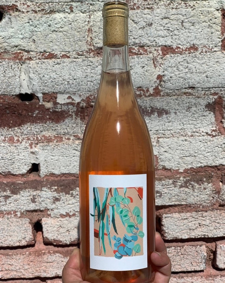 Chardonnay/Chenin/Gewürstraminer/Aligote American wine.  Woman winemaker - Kate Norris. All natural. Orange wine. 3 weeks on skins. Strike gold! (orange). Eucalyptus air. Tangerine peels. Super limited! Orange you glad you bought this wine?!
