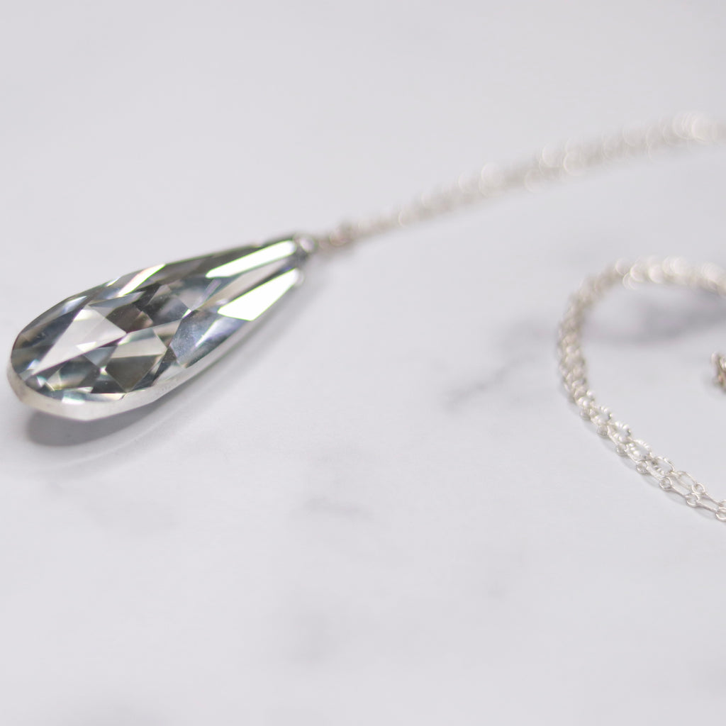 Silver Oval Etched Chain and Silver Crystal Long Teardrop Pendant  NEW