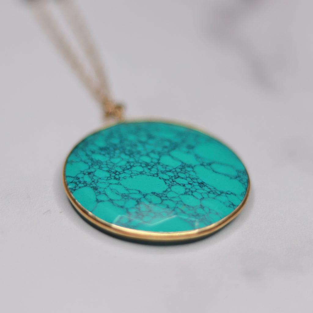 Round Turquoise Pendant on Brushed Gold Etched Oval Chain Necklace  NEW