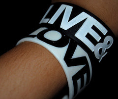 I Love 2 TEXT Designer Rubber Saying Bracelet (White)