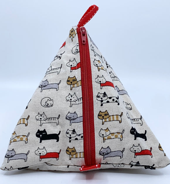 Triangle Pouch | Lined Up Cats on Linen
