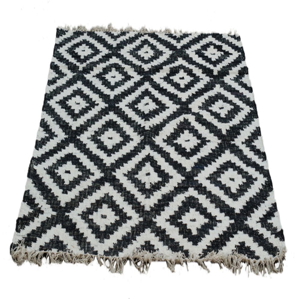 Black & white geometric rug