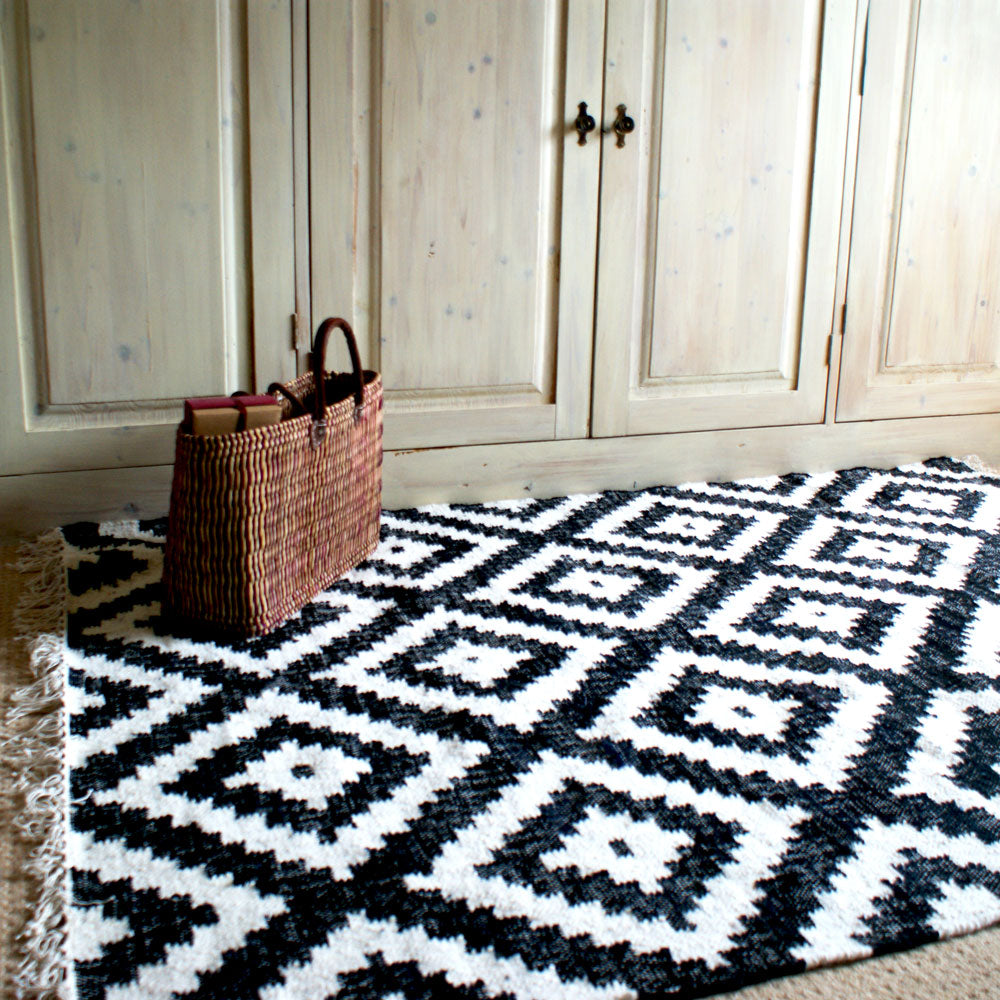 Geometric rug design in black and white