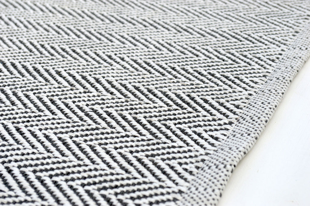 Floor Rug, 100% Cotton Herringbone Weave in Charcoal Grey / White 4 Sizes