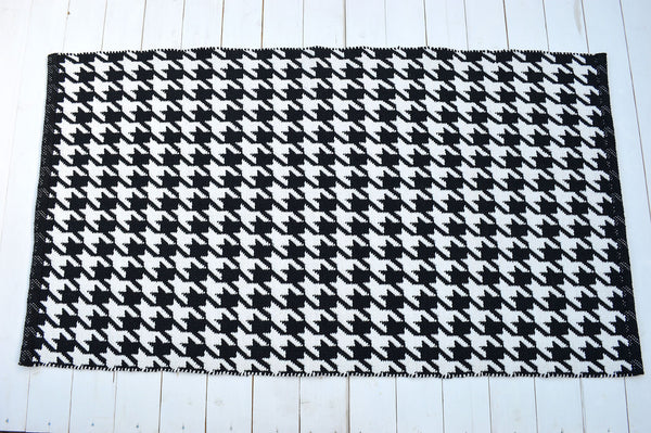 Floor Rug, 100% Cotton Houndstooth Weave in Black/White 2 Sizes