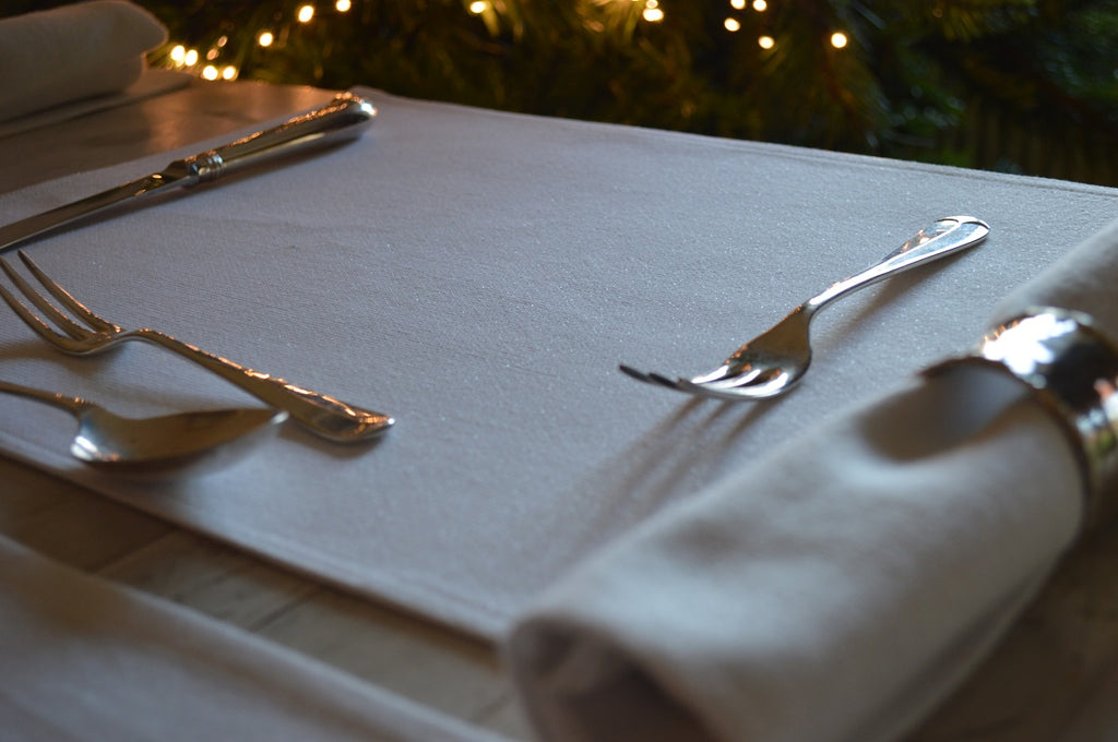 Sparkle Placemats in Cream/Gold