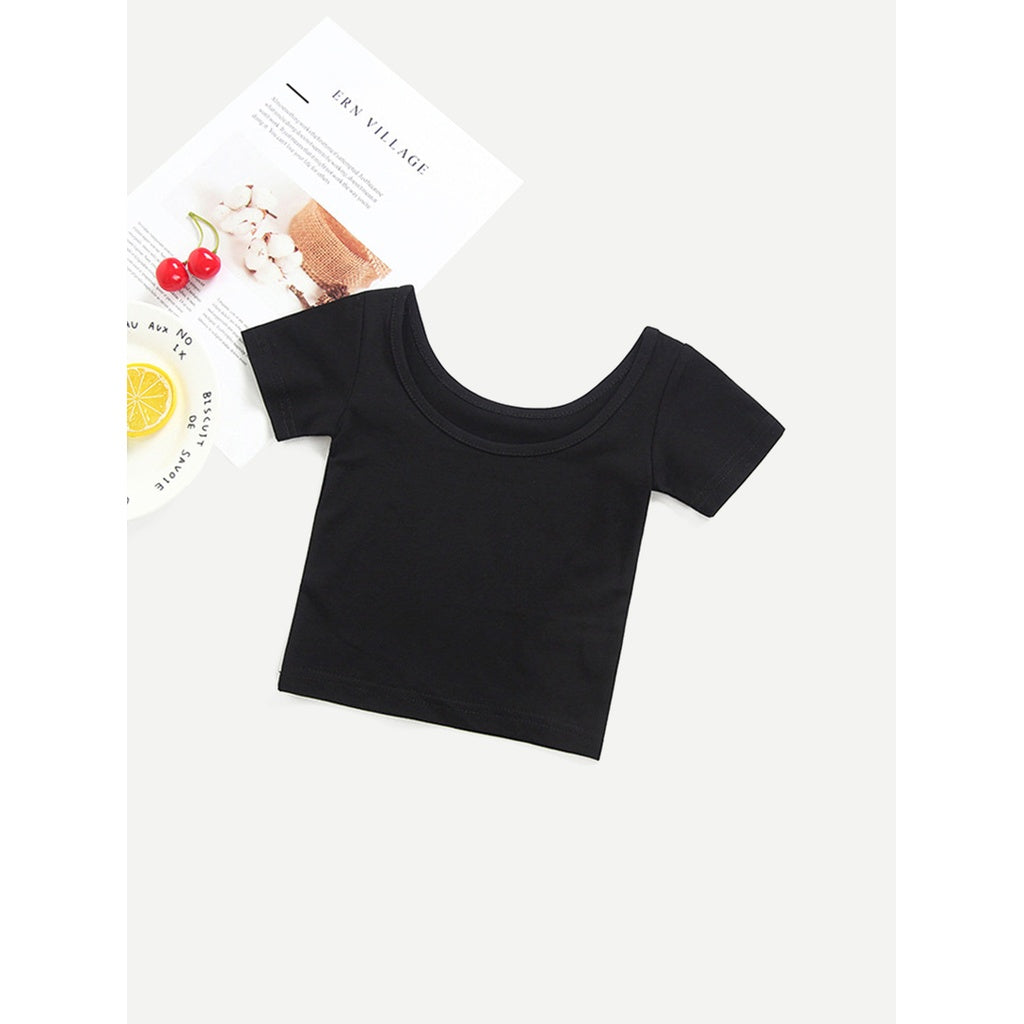 Plain black cropped tee for a stylish girl.