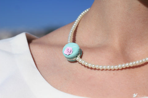 Macaron choker necklace with pearls