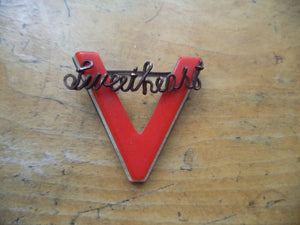 WWII V for Victory Pin Sweetheart GF Script Wire Red White Blue Laminate Bakelite Plastic Victory Pin Patriotic Home Front Jewelry