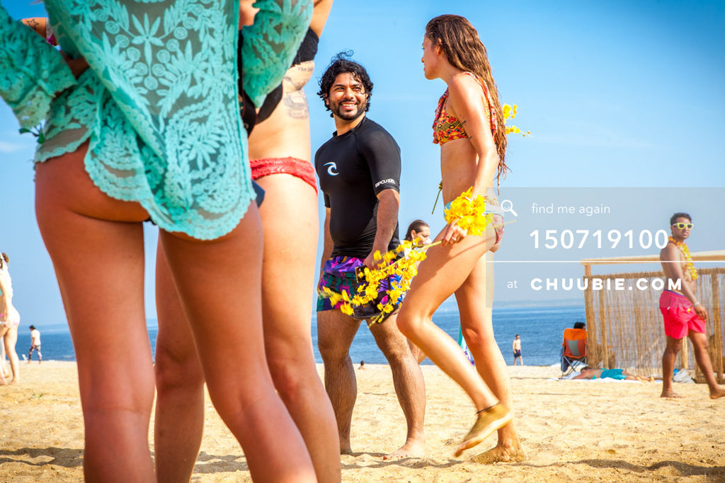 150719100 |  Smiling surfers guy and girl, Alain Baburam & Rachel Precious, walk on summer beach. —Gratit... | Team Chuubie