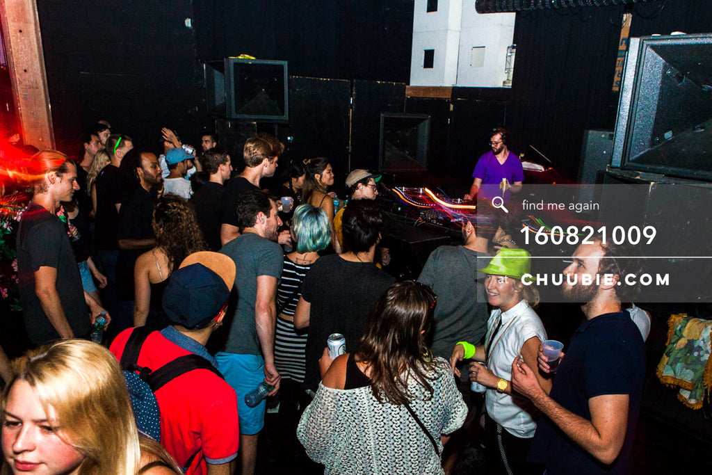 160821009 |  Sagotsky opening set eating banana with dance floor crowd. Electric Minds 10: Sublimate with Ben... | Team Chuubie