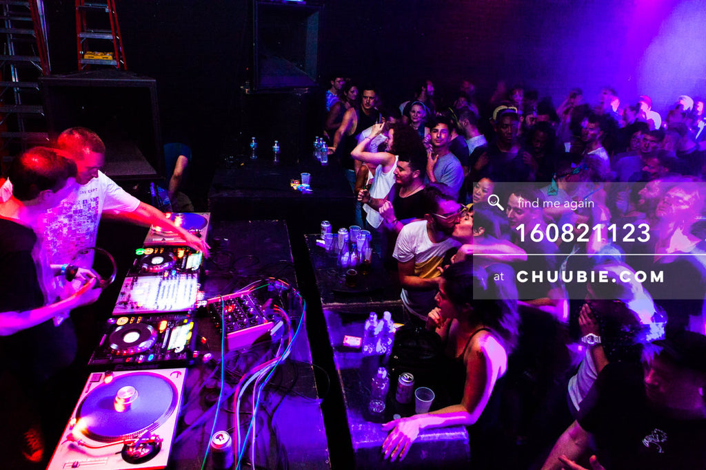 160821123 |  Side view: Ben UFO (Ben Thomson) & Joy Orbison (Peter O'Grady) DJing B2B to a full house. Pu... | Team Chuubie