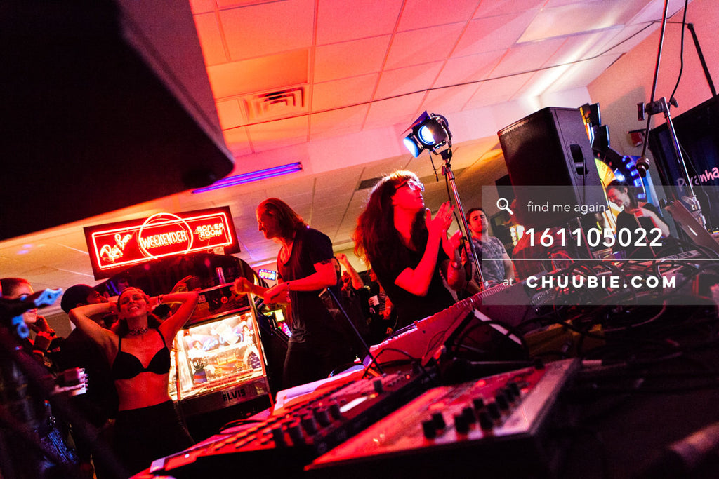 161105022 | Ray Ban x Boiler Room Weekender photos: Octo Octa cheering during set, Sarah Mullins dancing in t... | Team Chuubie